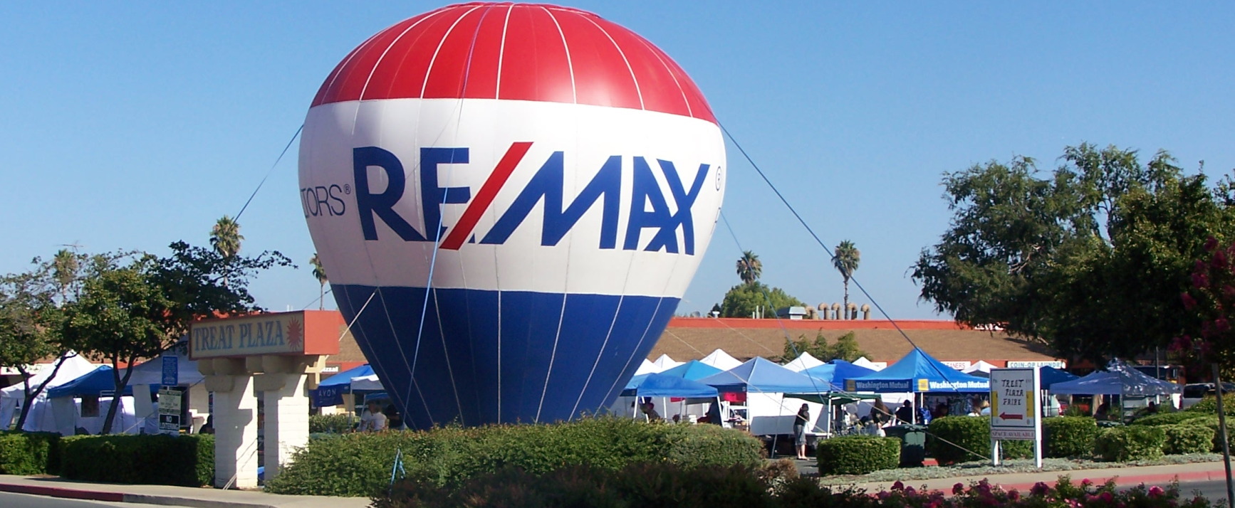 RE/MAX 35 Foot Cold Air Inflatable